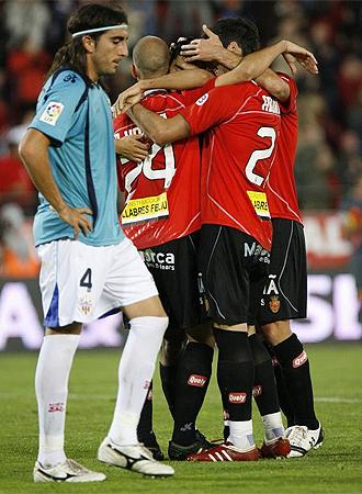 El Mallorca celebra un gol ante el Almer�a.