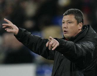 Penev, dirigiendo un partido del CSKA de Sofía.