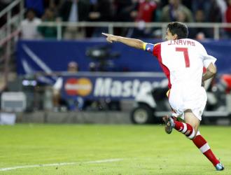 Jesús Navas celebra su gol ante el Stuttgart.