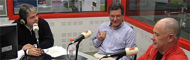 Miguel Ángel Méndez, Carlos Castresana y Alfredo Duro, durante un momento de la entrevista