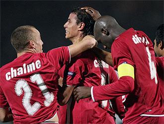 Los jugadores del Girondins celebran el gol de Chamakh.