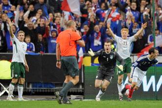 Los jugadores irlandeses protestan a Hansson