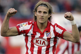 Diego Forlán celebrando un gol.