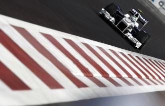 El alemán Nick Heidfeld pilota un BMW Sauber en la última prueba de la temporada.