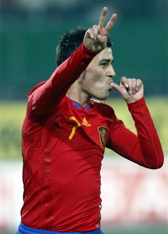 Villa celebra un tanto con España.