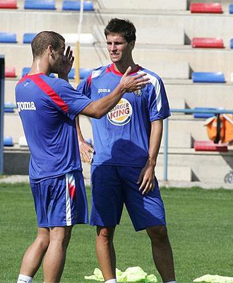 Adrián habla con Soldado en un entrenamiento.