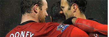 Rooney y Giggs celebran un tanto del United