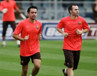 Xavi e Iniesta durante un entrenamiento del Barcelona.