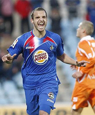 Soldado celebra uno de sus goles al Xerez.
