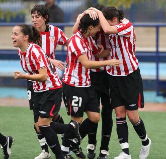 Las rojiblancas celebran el gol de Guru en Zaragoza.