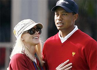 Tiger y su mujer, durante un torneo