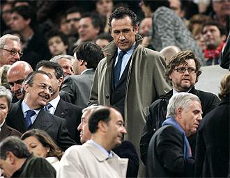 Valdano, en el palco del Camp Nou
