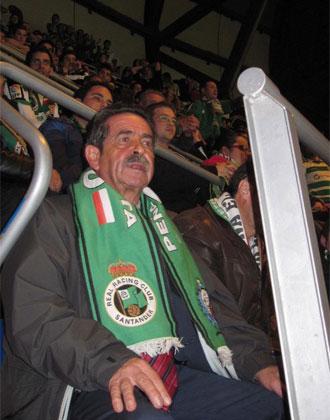 Revilla, durante un partido del Racing en el Santiago Bernab�u.