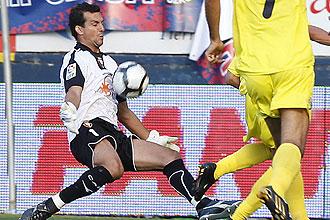 Ricardo detiene un lanzamiento ante el Villarreal