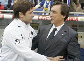 Pochettino saludando a Portugal antes del inicio del partido