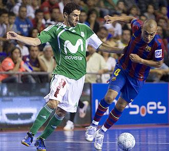 Daniel Iba�es jugando contra el Bar�a