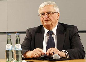 El presidente de la DFB, Theo Zwanziger, en rueda de prensa
