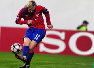 Krasic, en el momento de marcar el gol