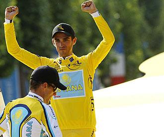 Alberto Contador y Lance Armstrong en el podio del Tour 2009