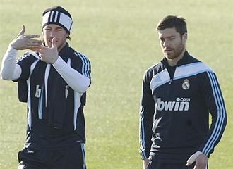 Sergio Ramos y Xabi Alonso, en un entrenamiento