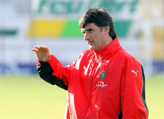 José Luis Mendilíbar, durante un entrenamiento del Real Valladolid