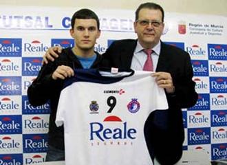 �lex Palomeque, en su presentaci�n como nuevo jugador del Reale Cartagena