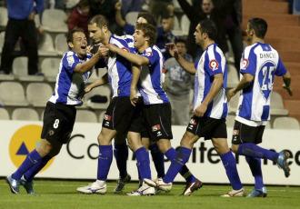 Los jugadores del Hércules celebran el tanto de la victoria ante el Levante en el Rico Pérez.