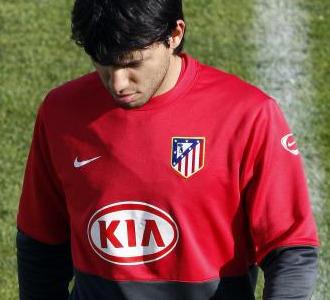Sergio Agüero, cabizbajo, se retira de un entrenamiento en el Cerro del Espino.