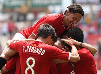 Jos� Mari celebrando un gol con el N�stic