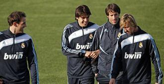 Los cuatro lesionados del Real Madrid se retiran a ejercitarse en el gimnasio.