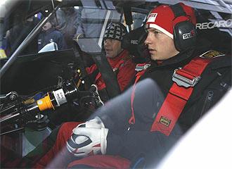 Raikkonen y Lindstrom, durante un rally en Finlandia
