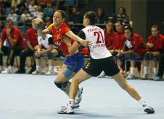 Macarena Aguilar, artífice de la victoria de la selección española, en un encuentro clasificatorio para el Europeo.