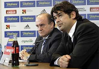 Eduardo Bandrés y Gerhard Poschner en la rueda de prensa donde se comunicó la destitución de Marcelino.