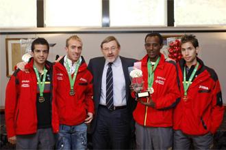 Recepción de Jaime Lissavetzky a varios atletas de cross españoles.