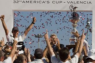 Los tripulantes del Alinghi se proclamaron en Valencia campeones de la edición anterior de la America's Cup.