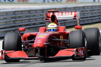 Felipe Massa a los mandos de su monplaza anterior, el Ferrari F60.
