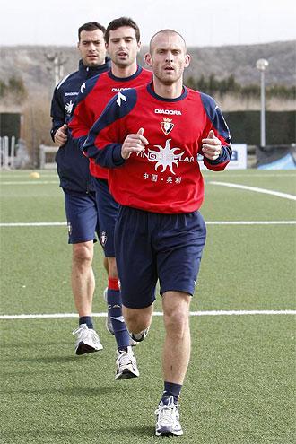 Del Porte, con Flaño y Cruchaga en un entrenamiento de Osasuna.