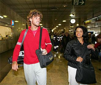 Gustavo Kuerten, en el aeropuerto de Barajas.