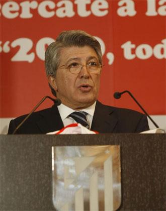 Cerezo durante la presentación del calendario soldiario del Atlético de Madrid.