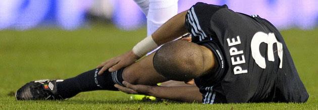 Pepe en el momento de sufrir la grave lesión en Mestalla