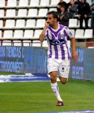 Nauzet Alemán celebra un gol con el Valladolid