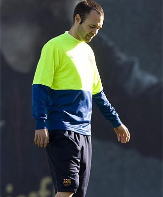 Andr�s Iniesta, durante un entrenamiento del Barcelona