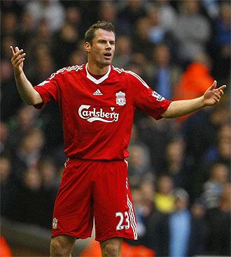 Jamie Carragher, en un partido con el Liverpool