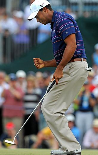 Tiger Woods celebra uno de los 'birdies' que logr� durante el Masters Australiano