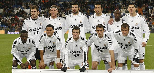 Los once titulares del Real Madrid portaron camisetas de apoyo al lesionado Pepe. Foto: Chema Rey