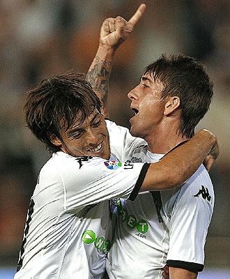 Silva y Pablo, ambos lesionados ahora, celebran un gol con el Valencia.