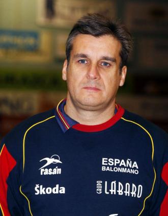 El seleccionador nacional de balonmano femenino, Jorge Due�as