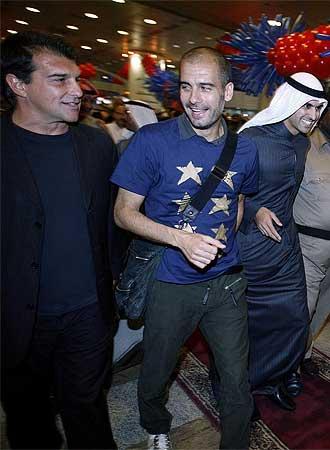 Laporta y Guardiola a su llegada al aeropuerto de Kwait.