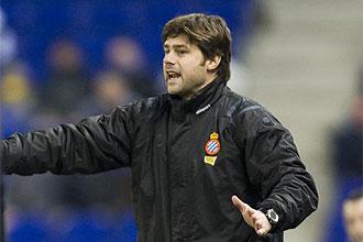 Mauricio Pochettino da instrucciones durante el partido ante el Almer�a
