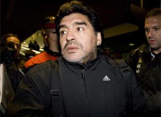 Maradona, en el aeropuerto.